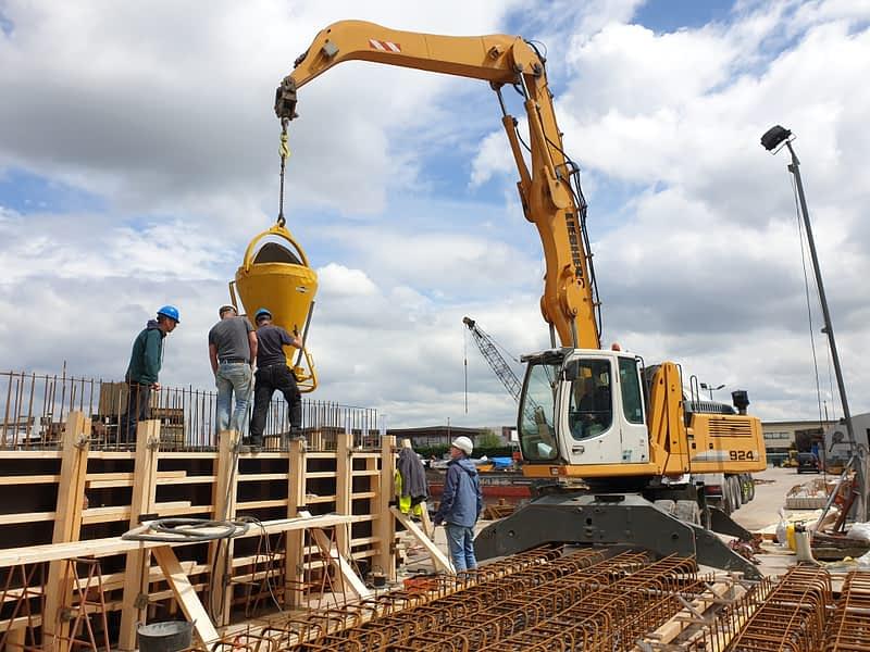 van Hees aannemer waterbouw: Betonstort Oranjebrug