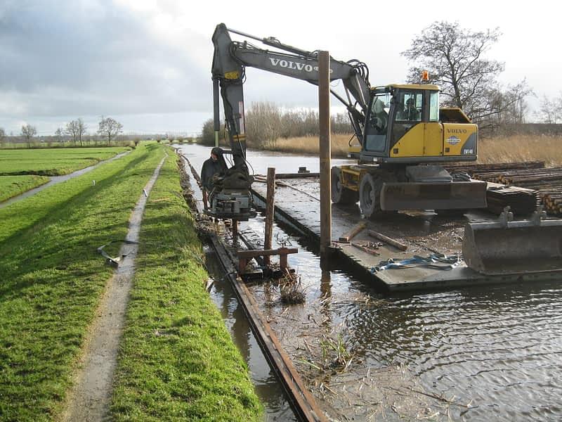 van Hees aannemer waterbouw: beschoeiing project